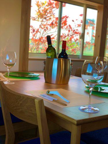 テーブルとワイン